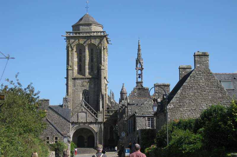 Locronan---1-minute-from-Aire