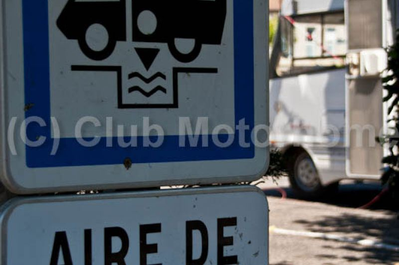 Puy l'Eveque-sign